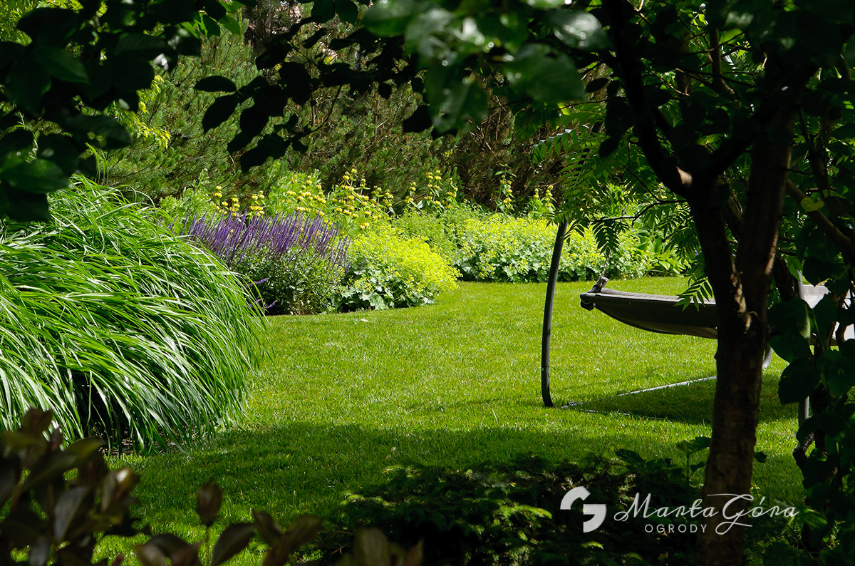 Ogród w stylu angielskim w Zielonkach koło Krakowa.